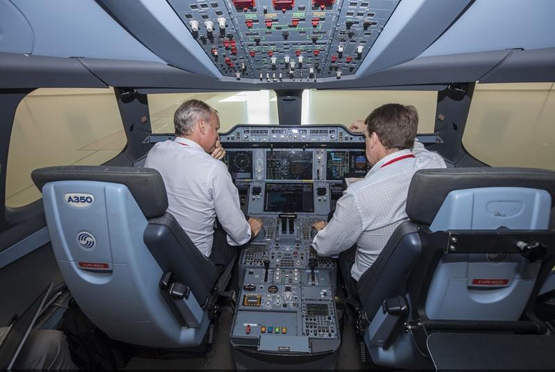 Airbus A350 XWB: essa aeronave conta com design inovador, asas com materiais compostos e que podem mudar de forma para economizar combustível, além de utilizar materiais leves, como a fibra de carbono, na construção. Seu interior promete reduzir os efeitos do jet lag e para ser mais eficiente, utiliza motores de última geração da Rolls-Royce - Foto: Divulgação - Foto: Divulgação/Garagem 360/ND