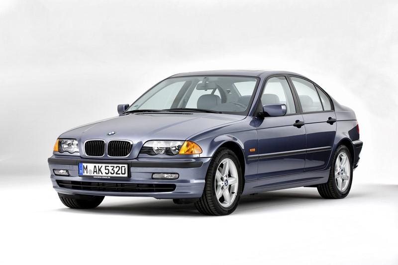 BMW Série 3: foi convocado por problemas elétricos, nas rodas e nos amortecedores. A matéria completa está aqui: https://bit.ly/2FYLE0e - Foto: Divulgação - Foto: Divulgação/Garagem 360/ND