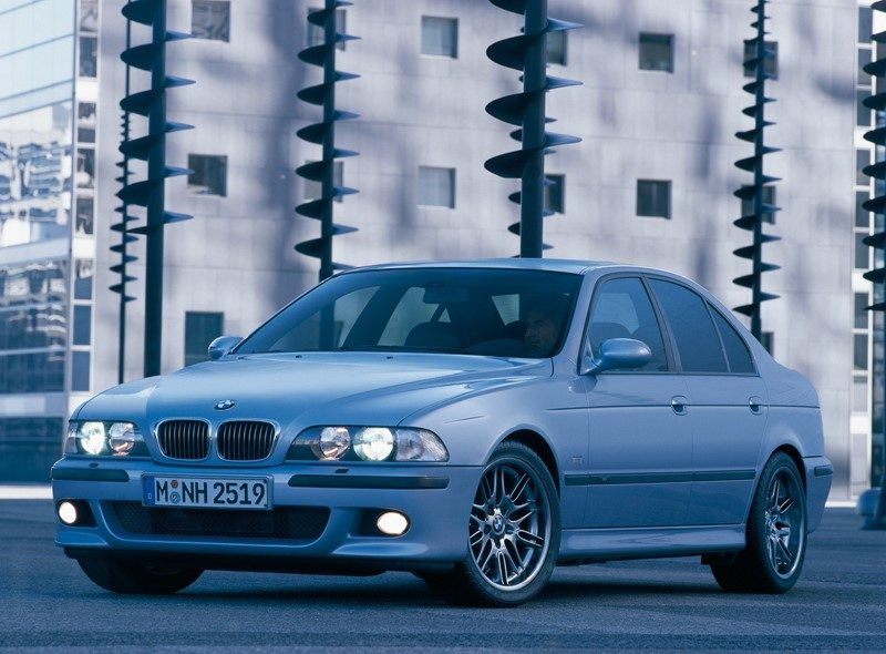 BMW Série 5: vários modelos foram convocados por problemas elétricos e de vazamento de combustível. A matéria completa está aqui: https://bit.ly/2FYLE0e - Foto: Divulgação - Foto: Divulgação/Garagem 360/ND