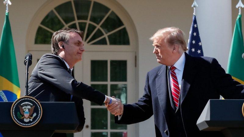 O presidente dos EUA, Donald Trump, cumprimenta o presidente do Brasil, Jair Bolsonaro, durante visita na Casa Branca, em Washington (EUA) – Foto: Reprodução/Facebook