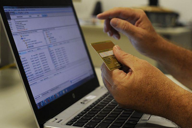 VÍDEO: Polícia alerta para novo golpe com cartão de crédito em ...