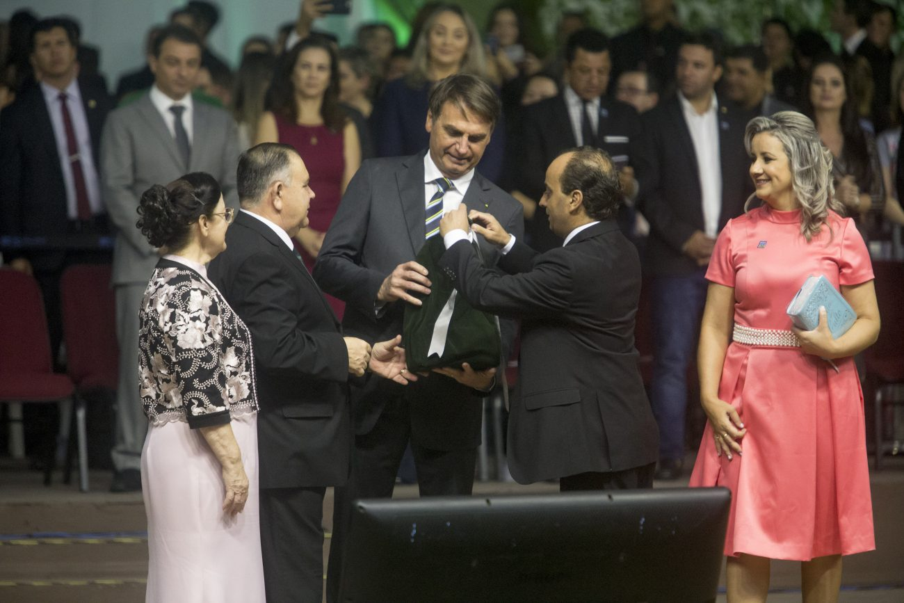 Bolsonaro recebe placa - Flavio Tin/ND