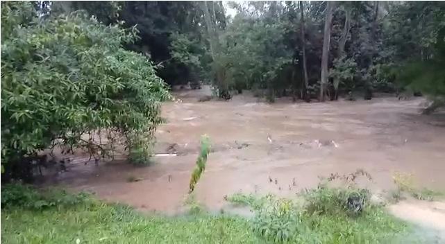 Localidade de Forquilha do Aratingaúba, no município de Imaruí, já sofre os impactos da chuva nesta sexta-feira – Reprodução/ND