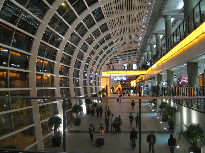 8º - Aeroporto Internacional de Hong Kong, na China. Fica na ilha de Chek Lap Kok e é um dos aeroportos mais jovens da lista. Foi inaugurado em 1998 - charclam on Visualhunt / CC BY - charclam on Visualhunt / CC BY/Rota de Férias/ND