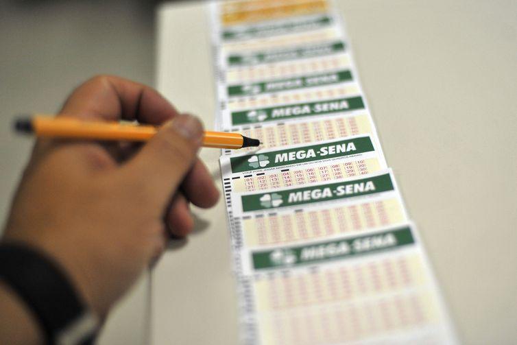 Apostas podem ser realizadas até às 19h deste sábado em qualquer lotérica credenciada do país – Marcello Casal Jr/Agência Brasil/ND
