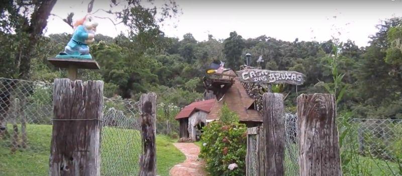 Parque da Floresta Encantada. Uma das atrações para as crianças, com direito a casa dos anões, das bruxas e outros detalhes fofos - Reprodução YouTube - Reprodução YouTube/Rota de Férias/ND