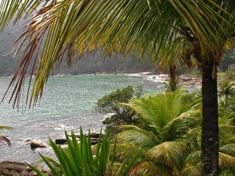Calhetas. A praia é uma península, acessada a pé, ao entrar em um condomínio particular. São cerca de 10 minutos de caminhada, mas a vista por lá vale o esforço - dougmino on Visualhunt / CC BY-NC-SA - dougmino on Visualhunt / CC BY-NC-SA/Rota de Férias/ND