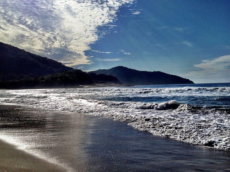 Cambury. Praia bastante procurada por surfistas, pois o mar é propício para a prática esportiva - carlaarena on Visual Hunt / CC BY-NC - carlaarena on Visual Hunt / CC BY-NC/Rota de Férias/ND