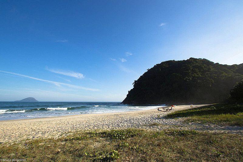 Jureia. O mar por lá é de um verde intenso e a praia conta com Mata Atlântica preservada - Br@hl on Visualhunt.com / CC BY - Br@hl on Visualhunt.com / CC BY/Rota de Férias/ND