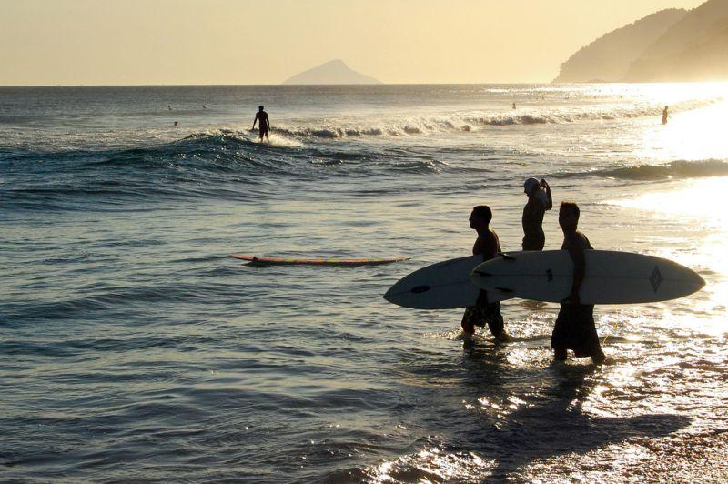 Maresias. Berço do surfista Gabriel Medina, a praia é muito procurada para a prática esportiva, mas suas extremidades têm mar mais tranquilo para banhistas - Favaro JR. on Visual hunt / CC BY-NC-SA - Favaro JR. on Visual hunt / CC BY-NC-SA/Rota de Férias/ND