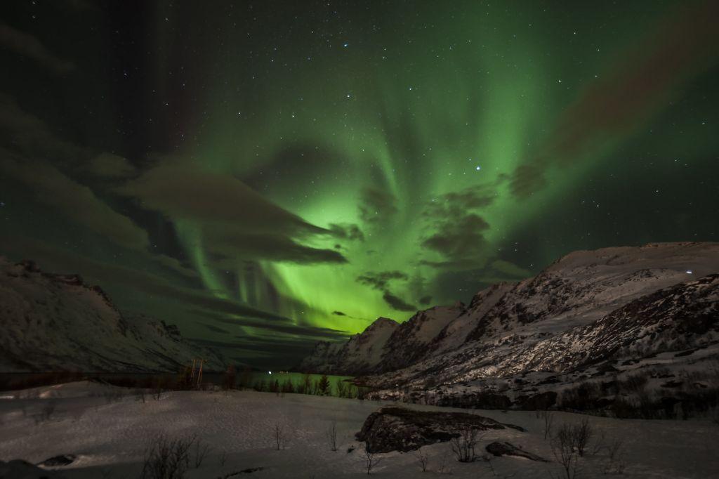 A Noruega é um dos melhores países para observar as lindas luzes do norte. A cidade de Tromsø é uma das mais buscadas pelos caçadores de aurora boreal. Isso porque a temperatura ali é mais amena do que em outros locais em que é possível ver o fenômeno - Illustrated in Blue on VisualHunt.com / CC BY - Illustrated in Blue on VisualHunt.com / CC BY/Rota de Férias/ND