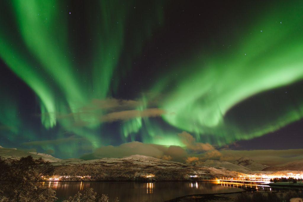 A Noruega é um dos melhores países para observar as lindas luzes do norte. A cidade de Tromsø é uma das mais buscadas pelos caçadores de aurora boreal. Isso porque a temperatura ali é mais amena do que em outros locais em que é possível ver o fenômeno - French_landscape_photographer on Visual hunt / CC BY-NC-ND - French_landscape_photographer on Visual hunt / CC BY-NC-ND/Rota de Férias/ND