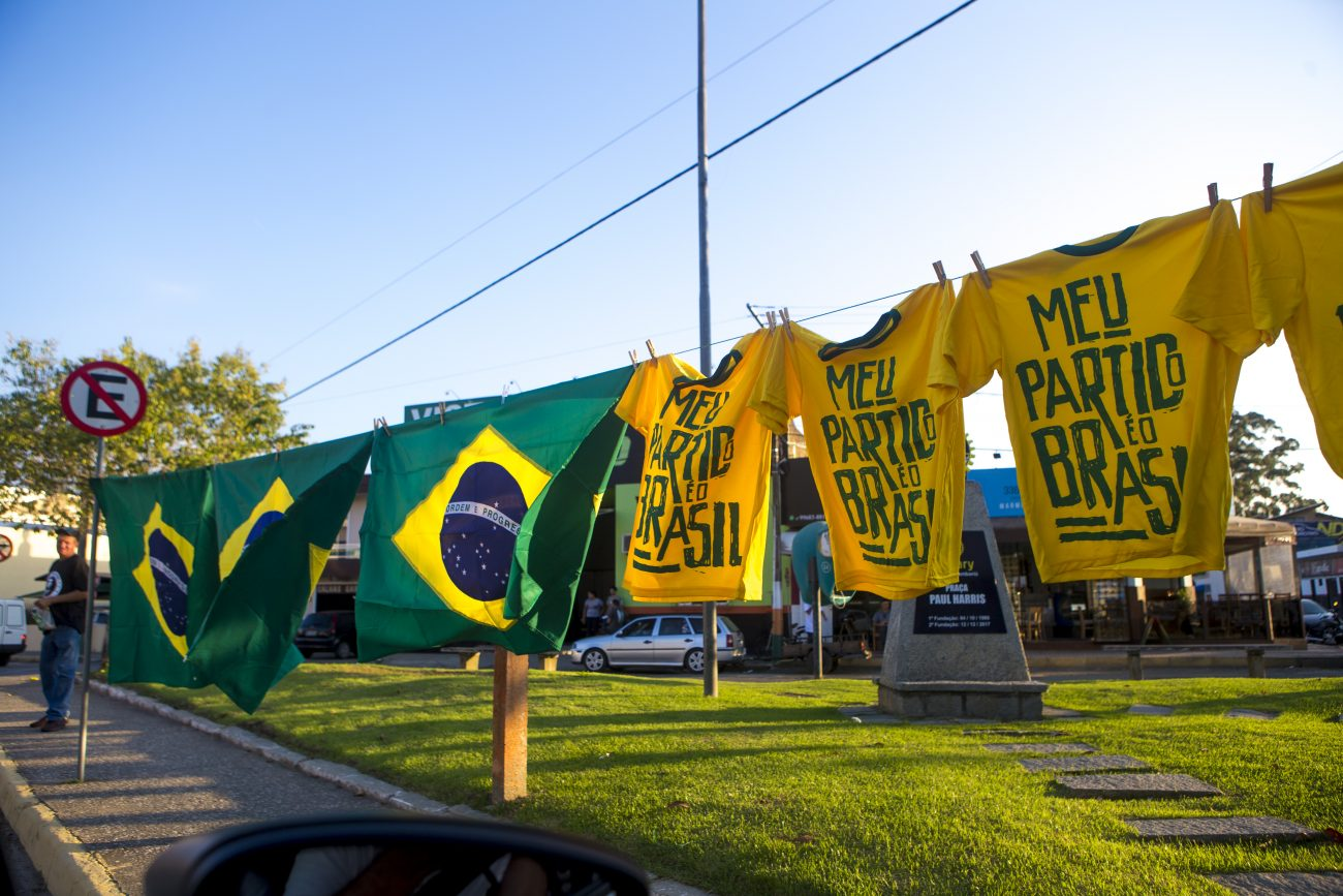 Ambulantes venderam camisetas de apoio a Bolsonaro - Flavio Tin/ND