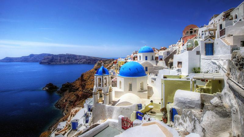 Assim como a vizinha Mykonos, Santorini, na Grécia, também é toda branquinha com telhados em azul. Puro charme! - mariusz kluzniak via Visualhunt.com / CC BY-NC-ND - mariusz kluzniak via Visualhunt.com / CC BY-NC-ND/Rota de Férias/ND