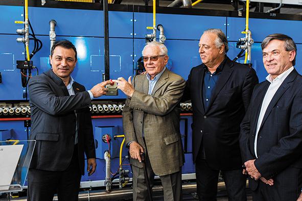 Iniciando os trabalhos da nova fábrica Portobello - Com a presença do Dr. Cesar Bastos Gomes, Presidente Cesar Gomes Jr, Governador Carlos Moisés da Silva, Presidente da FIESC Mario Cezar de Aguiar - Ricardo Wolffenbuttel/Acervo Portobello