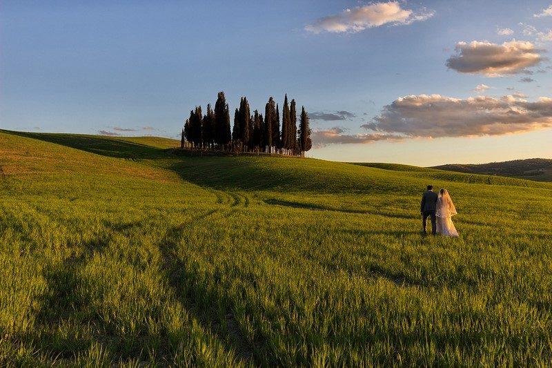 Andar pelas estradas da Toscana, na Itália, e conhecer as cidades e vilarejos que fazem parte da região é um ótimo programa para casais. Além de oferecer paisagens românticas, o local conta com uma série de vinícolas e ótimos restaurantes com o melhor da gastronomia italiana - Pixabay - Pixabay/Rota de Férias/ND