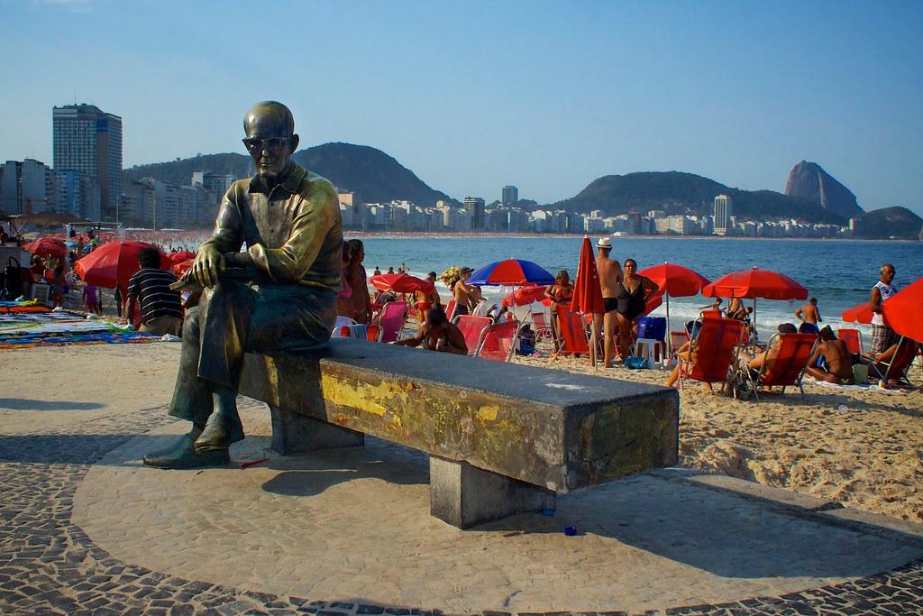 Estátua de Carlos Drummond de Andrade, Brasil - Edmund Nigel Gall on Visualhunt.com / CC BY-SA - Edmund Nigel Gall on Visualhunt.com / CC BY-SA/Rota de Férias/ND