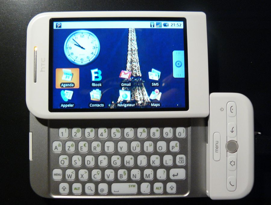 Já o HTC Dream, lançado em 2008, foi o primeiro aparelho a rodar uma versão do Android, a 1.6 Donut. - Crédito: Julien_e via Visual hunt / CC BY-SA/33Giga/ND