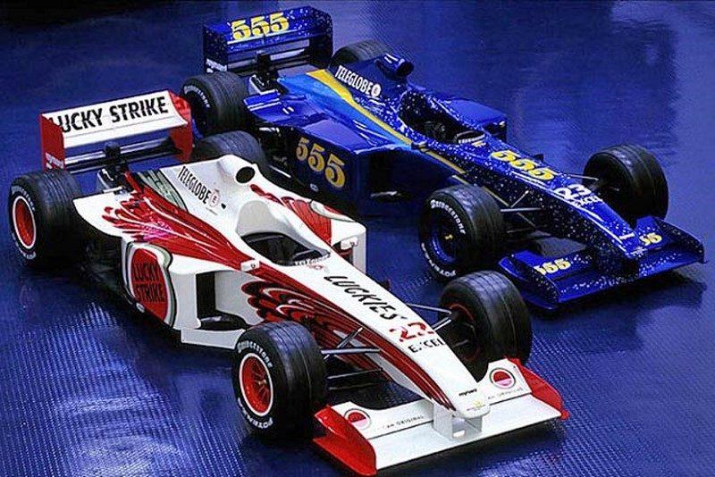 A BAR entrou para a F1 em 1999. Por ser de uma empresa tabagista, sua ideia era exibir uma marca de cigarro em cada carro. Quem não gostou da ideia foi a FIA, que frustou os planos da equipe. Sendo assim, eles tiveram uma ideia ainda mais criativa - Foto: Reprodução/Pinterest - Foto: Reprodução/Pinterest/Garagem 360/ND