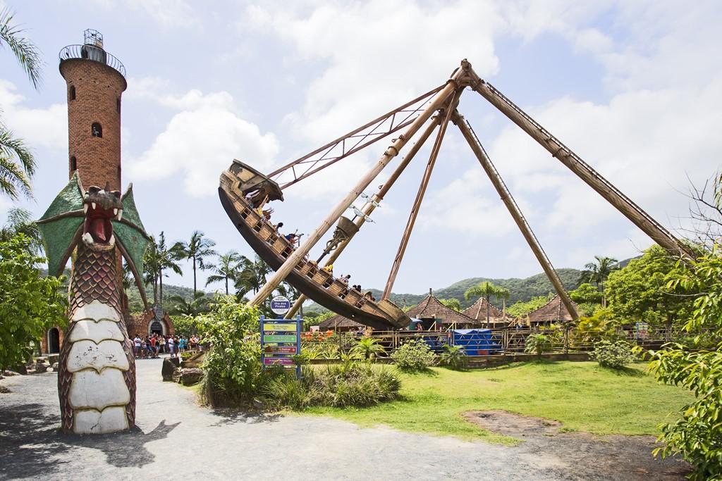Criado por uma empresa alemã, o Barco Pirata atinge até 12 metros de altura e comporta até 60 passageiros - Divulgação - Divulgação/Rota de Férias/ND
