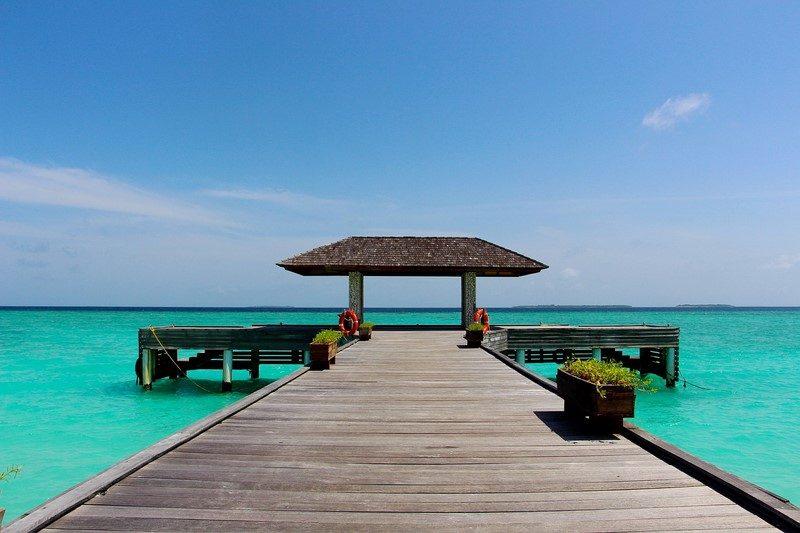 Localizadas no Oceano Índico, as Ilhas Maldivas também entram para a lista de destinos fofos para passar a lua de mel. As principais atrações do arquipélago são coroadas com vistas inesquecíveis para o mar azul turquesa - Pixabay - Pixabay/Rota de Férias/ND