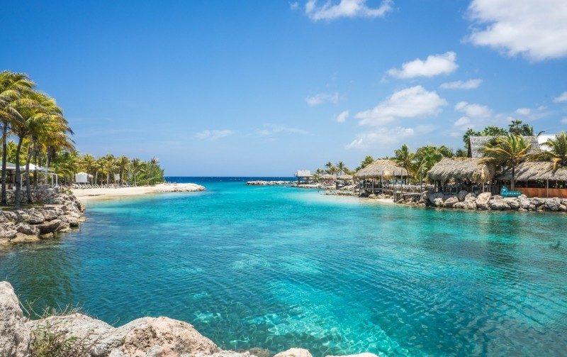 Se o negócio do casal for praia e calor, uma boa opção é curtir a lua de mel em Curaçao, no Caribe. Além das águas clarinhas, a ilha conta com cidades bastante fofas e com construções coloridas, como a capital Willemstad - Visual hunt - Visual hunt/Rota de Férias/ND