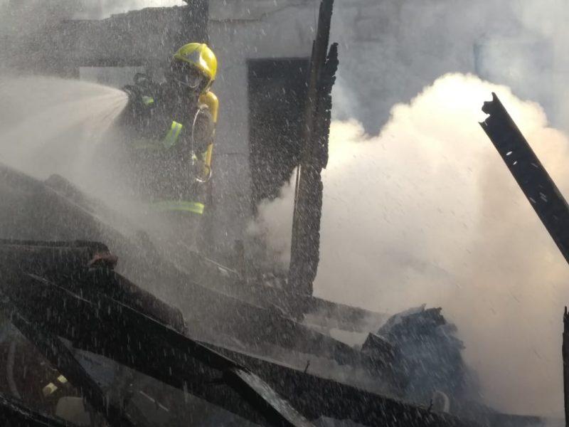 Bombeiros utilizaram cerca de oito mil litros de água na ação - Corpo de Bombeiros Militar de Itapoá/Divulgação/ND