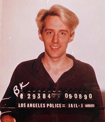 Kevin Poulsen – Famoso por interceptar linhas telefônicas, ganhou notoriedade quando hackeou uma promoção realizada pela rádio Kiss, na Califórnia (EUA). Seu objetivo era garantir que seria o 102º ouvinte a ligar para a empresa e ganhar um Porsche. Kevin ganhou o carro, mas foi preso em 1991 – um ano após o ocorrido – pelo FBI. Cumpriu pena por cinco anos e foi proibido de usar a internet por três anos. - Crédito: Almudena Fndez on Visualhunt.com / CC BY-SA/33Giga/ND