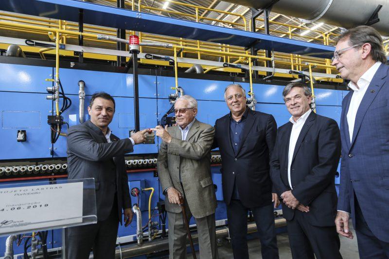 Novo forno foi ligado pelo fundador Cesar Bastos Gomes e pelo governador Carlos Moisés Foto: Anderson Coelho/ND