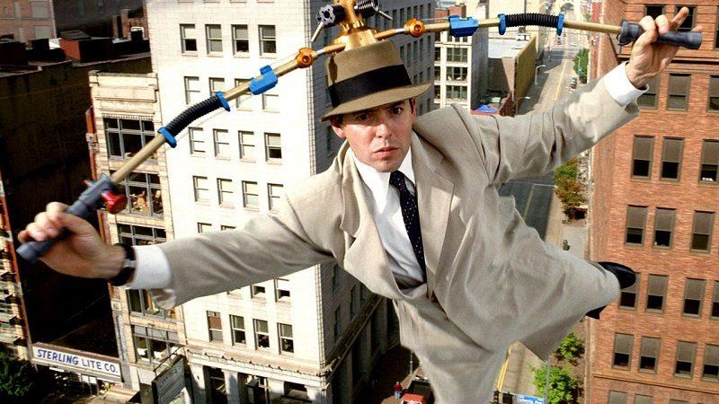 Chapéu helicóptero – Inspetor Bugiganga (1999): Após sofrer um acidente, um inspetor policial foi transformado em uma espécie de robô com 1001 bugigangas diferentes, sendo que a maioria saem de seu chapéu. O gadget mais conhecido e querido pelos fãs, entretanto, é o helicóptero que podia levar o personagem para qualquer lugar que ele quisesse. - Crédito: Reprodução da Internet /33Giga/ND
