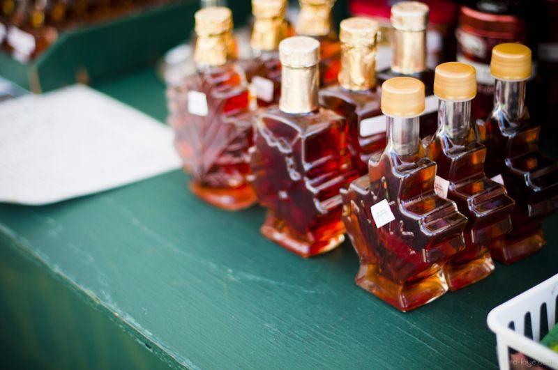 Comer a doce Maple Syrup é quase uma tradição no Canadá. A calda vai muito bem com panquecas e torradas. A embalagem em formato de folha (símbolo do país) é uma das mais legais para dar de presente - Difei Li via Visual hunt / CC BY-NC-ND - Difei Li via Visual hunt / CC BY-NC-ND/Rota de Férias/ND