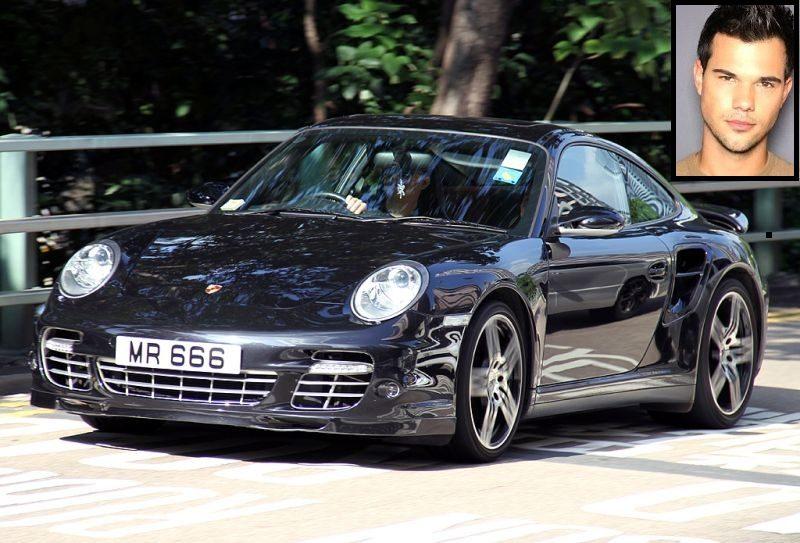 "Famoso por interprtar o personagem Jacob nos filmes da saga ""Crepúsculo"", Taylor Lautner dirige um Porsche 911 Turbo - Foto: Christian Junker - Foto: Christian Junker /Garagem 360/ND"