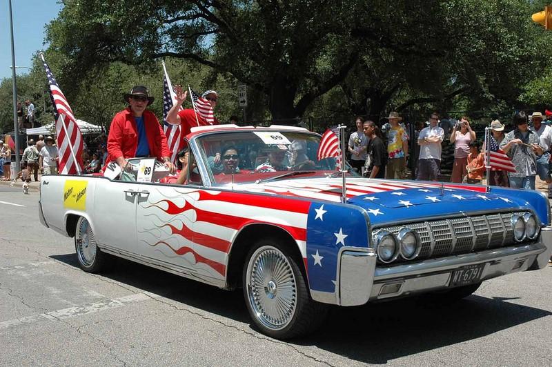 Lincoln Continental ganhou pintura e acessórios temáticos dos Estados Unidos - Foto: : Yaya Dada via VisualHunt / CC BY-NC-ND - Foto: : Yaya Dada via VisualHunt / CC BY-NC-ND/Garagem 360/ND