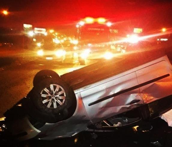 Polo capotou após motorista perder o controle do veículo na BR-480 – CBMSC/Divulgação/ND