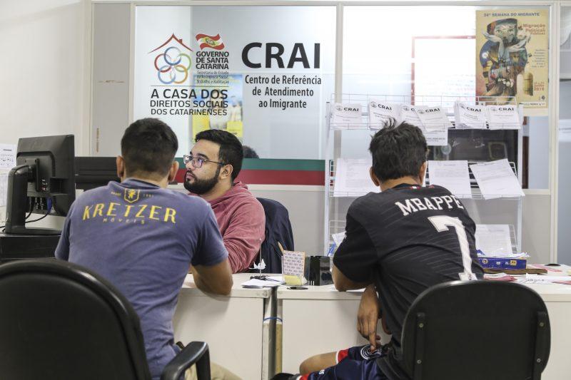 Haitianos, venezuelanos, argentinos, uruguaios e cubanos são os imigrantes que mais procuram o serviço do Crai – Anderson Coelho/ND