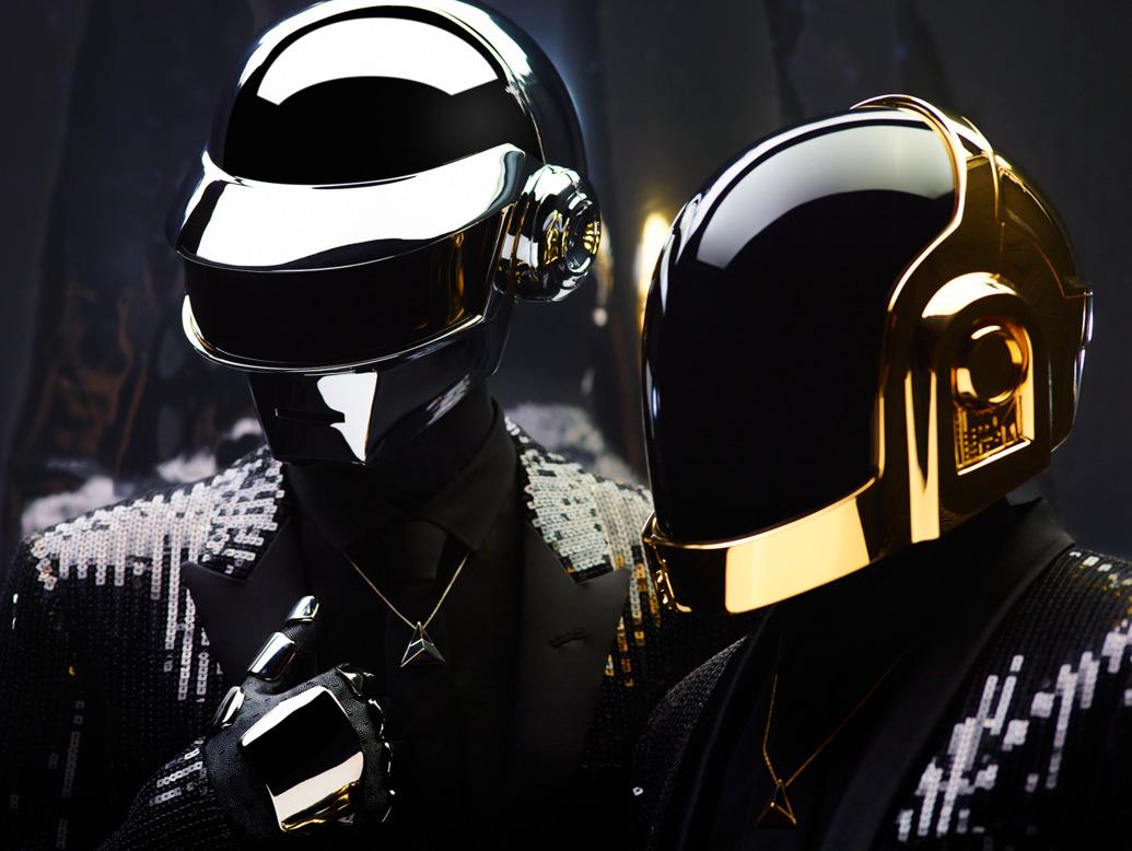"""Daft Punk – Technologic (2005): A música da dupla francesa é cantada por um robô que repete a exaustão um jogo de palavras sobre o universo tecnológico. Como uma espécie de hino frio e mecânico, a canção faz uma crítica ao consumismo nonsense que """"compra, usa, quebra, conserta, joga no lixo"""" e vive preso em um ciclo dependente da tecnologia. - Crédito: Reprodução Internet/33Giga/ND"""