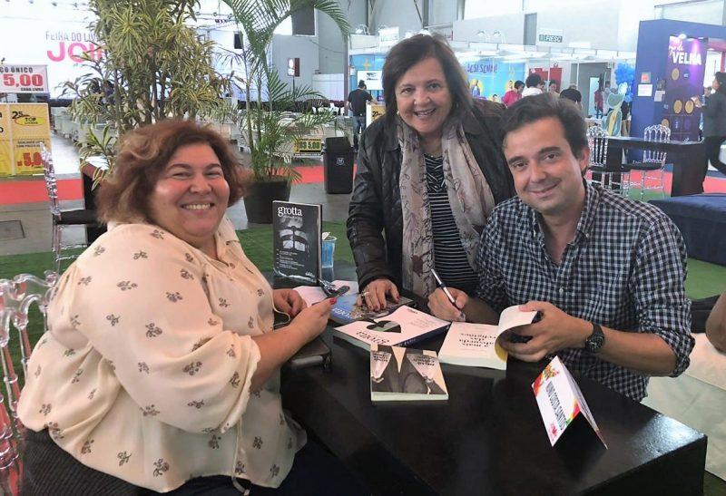 Da esq. para dir.: Manuela Ribeiro, Lélia Pereira Nunes e Nuno Costa Santos na Feira do Livro de Joinville – Divulgação/ND
