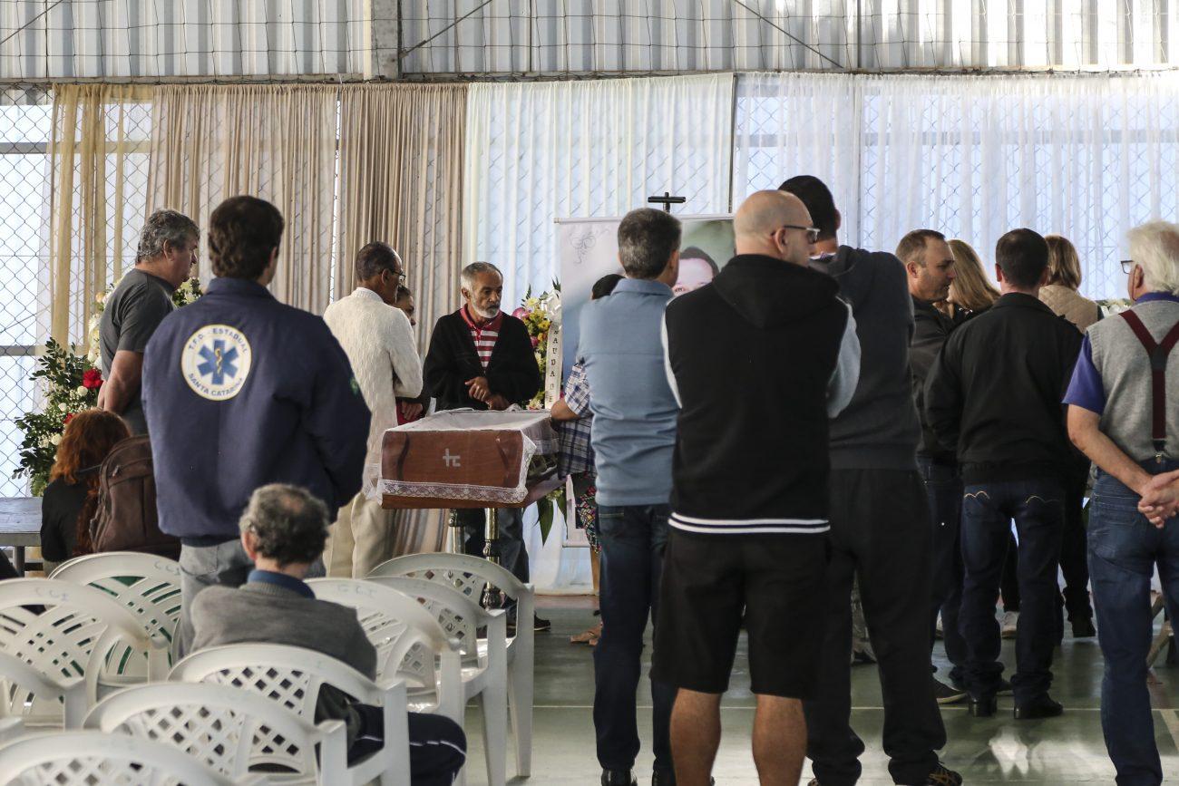 Vizinhos e membros da comunidade chegaram ao velório por volta das 9h30 - Anderson Coelho/ND