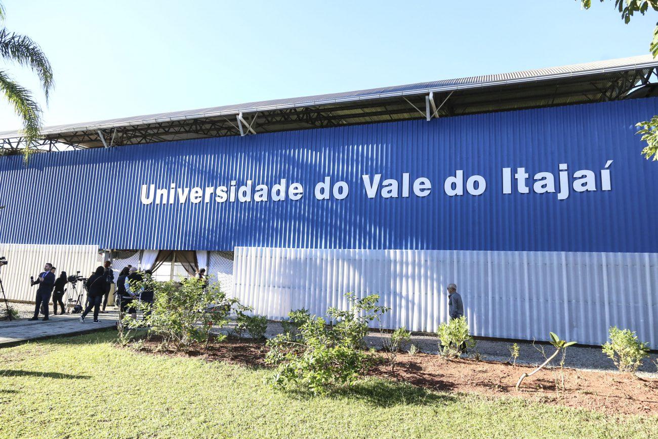 O velório começou por volta das 6h Ginásio de Esportes da Univali, em Biguaçu. Às 8h30 foi aberto para o público - Anderson Coelho/ND