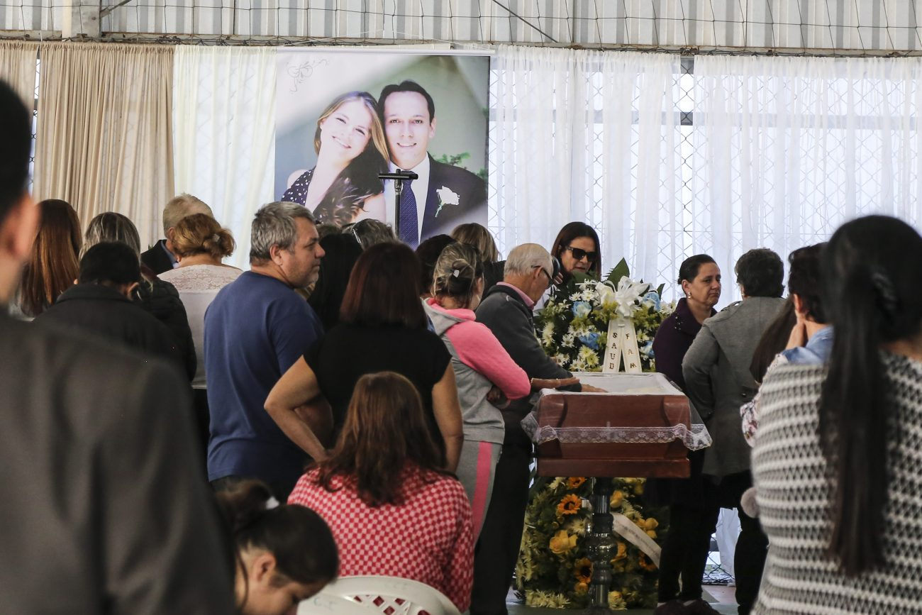 Os vôos com os corpos das vítimas chegaram em Florianópolis na segunda-feira (3) por volta das 18h30 - Anderson Coelho/ND