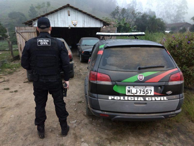 Policiais cumpriram dois mandados de busca e apreensão e três de prisão na manhã desta quinta-feira – Polícia Civil/Divulgação