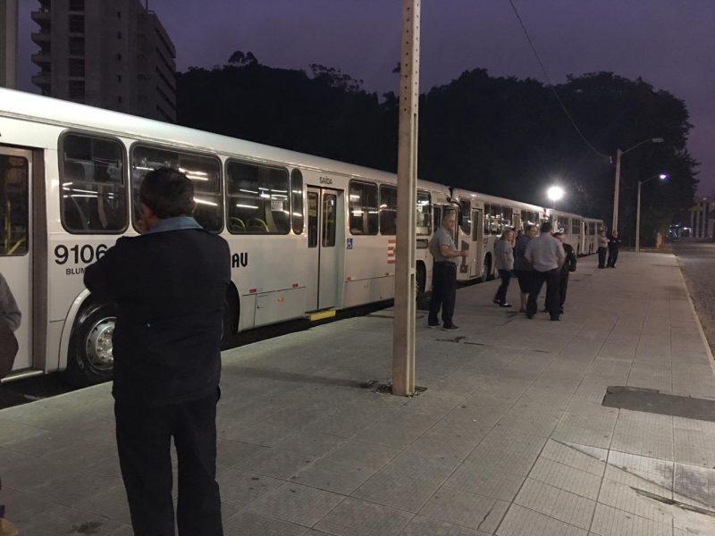 Transporte coletivo de Blumenau paralisou as atividades na manhã desta sexta-feira - Danúbia de Souza/RICTV