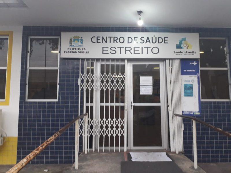 Na região continental de Florianópolis, o posto de Saúde do Estreito funciona parcialmente. Duas enfermeiras e o setor administrativo não aderiram à paralisação. - Caroline Borges/ND