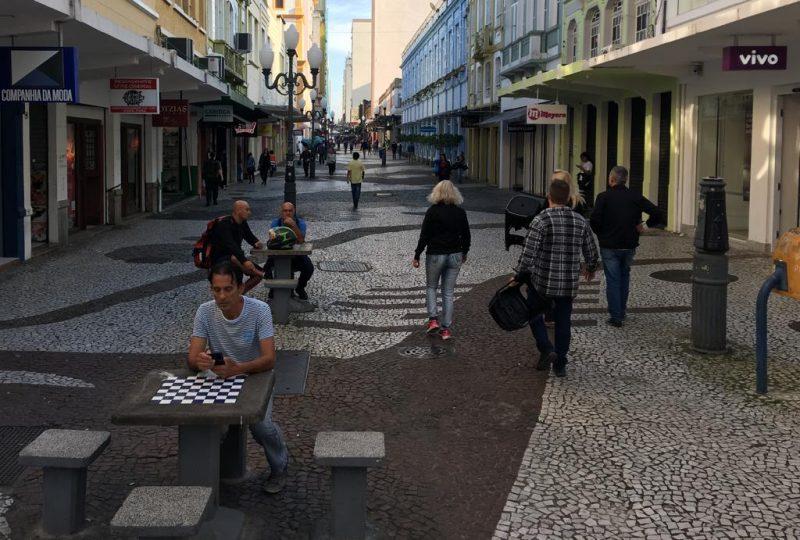 Rua Felipe Schmidt, uma das mais movimentadas do Centro de Florianópolis, amanheceu vazia nesta sexta-feira - Eduardo Cristofoli/RICTV