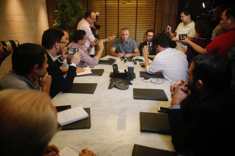 Coletiva durou quase uma hora e foi concedida no escritório do advogado – Flávio Tin/ND