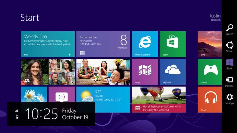 Windows 8 – Outubro de 2012: Adotando a interface Metro (com vários quadrados coloridos na tela principal), o sistema abandonou o tão querido e intuitivo Menu Iniciar e passou a focar na experiência touch, na qual o consumidor poderia usar o mesmo SO tanto no PC quanto nos celulares e tablets. A mudança radical não agradou muito aos usuários, mas trouxe boas novidades, como o suporte ao USB 3.0 e a Loja do Windows. - Crédito: Divulgação/33Giga/ND