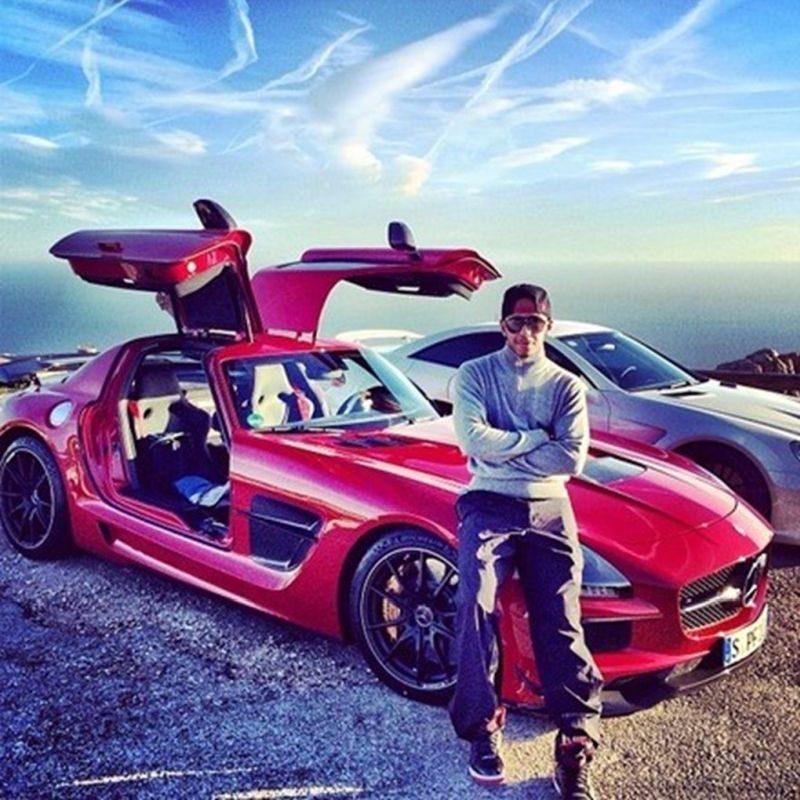A Mercedes-Benz SLS AMG também faz parte da coleção do tetracampeão de F1 - Foto: Reprodução/Instagram - Foto: Reprodução/Instagram/Garagem 360/ND