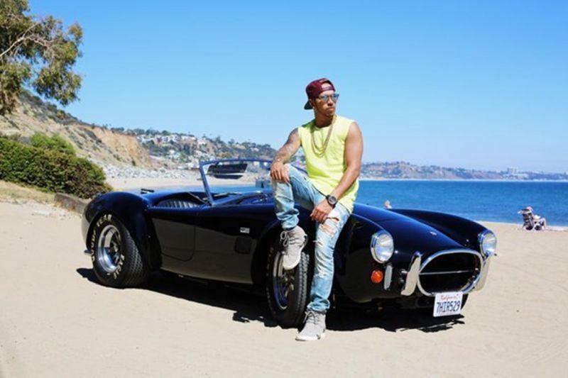 Clássico norte-americano, o Shelby Cobra também está entre os carros de Lewis Hamilton - Foto: Reprodução/Instagram - Foto: Reprodução/Instagram /Garagem 360/ND