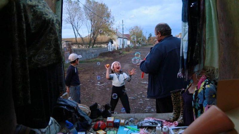 Sovdagari: O Mercador (2018) – Um comerciante viajante mostra a vida no interior da República da Geórgia, onde batatas são moeda e a pobreza esmaga qualquer ambição. - Crédito: Divulgação/33Giga/ND