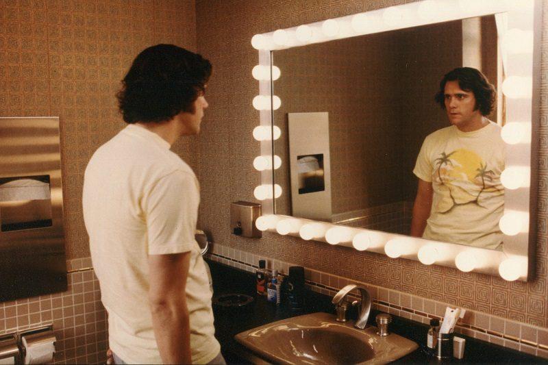 Jim & Andy: The Great Beyond (2016) – Na pele do comediante Andy Kaufman, Jim Carrey reflete sobre o significado da vida e realidade, da identidade e carreira. - Crédito: Divulgação/33Giga/ND